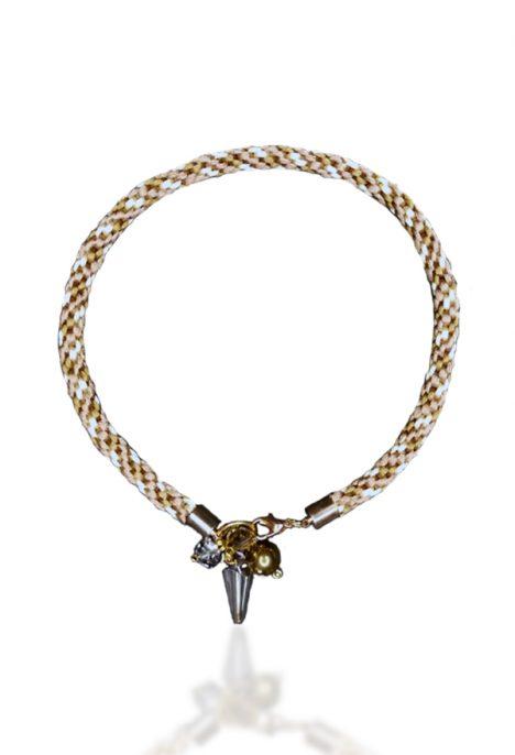 iskirtinio unikalaus dizaino stilingas kaklo papuosalas satinas karoliukai ruda kremine auksine smartandart smart and art isskirtinis
