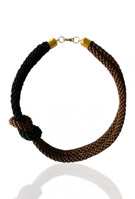 stilinga iskirtinis kaklo papuosalas mazgas ruda juoda smart and art pintas kaklo papuosalas satinines virves